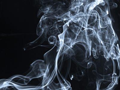 3 metode pentru a scăpa de mirosul de fum de țigară