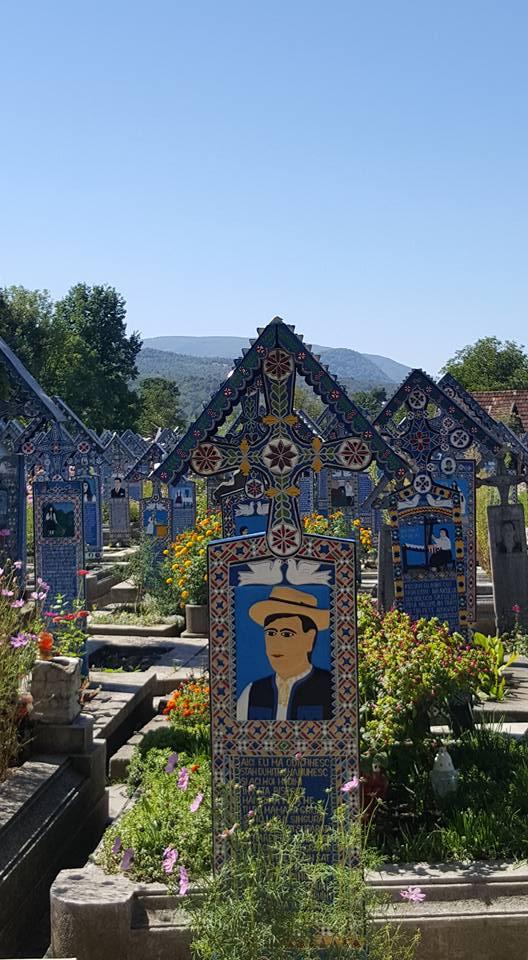 cimitirul vesel9