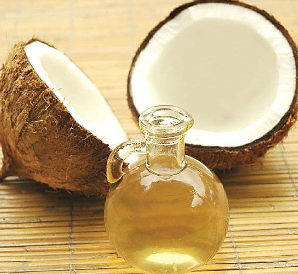 Uleiul de cocos, 6 întrebuințări pe care le are în cosmetică