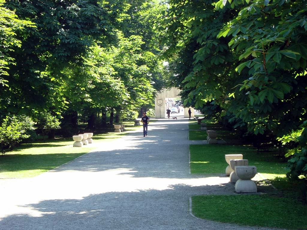 """Aleea Scaunelor este un monument ce face parte din """"Calea Eroilor"""""""