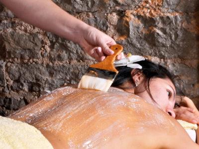 Măştile cu efect de scrub te ajută să obții o piele de invidiat