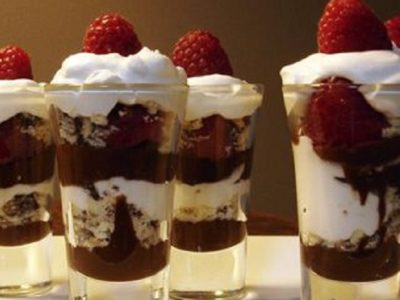 Cupe cu ciocolată și înghețată de vanilie