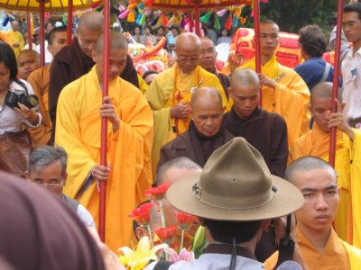 Maestrul budist Thich Nhat Han: Oamenii care te urăsc au nevoie de ajutor, nu de pedepse