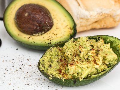 Află ce alimente să eviți și ce trebuie să consumi dacă suferi de acnee