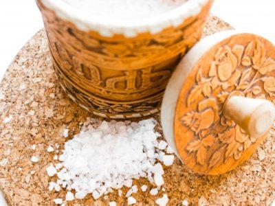 Riscuri la care te expui când consumi multă sare