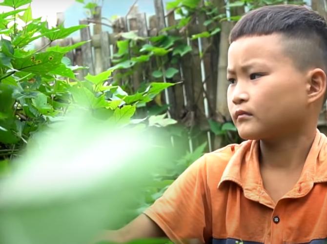 băiatul vietnamez care a rămas singur pe lume